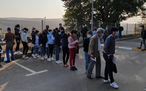 more vietnamese citizens arrive home on repatriation flights hinh 0